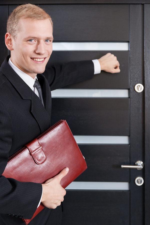 Door to door salesman ready to identify DISC Buying Styles